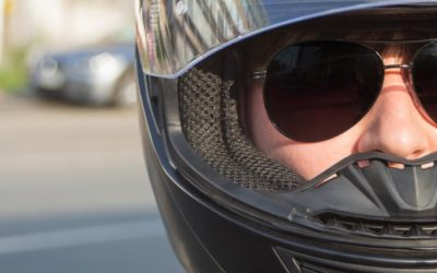 Motos, cascos y gafas
